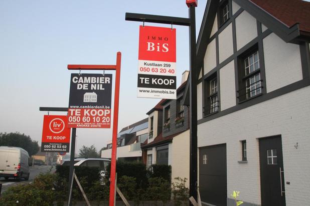 Knokke-Heist wil af van verkoop- en verhuurborden in straatbeeld