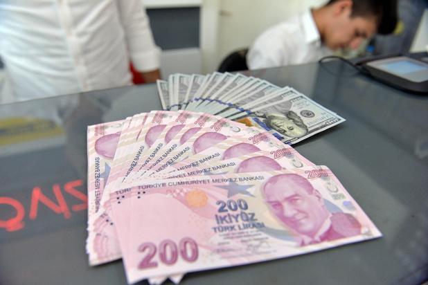 Turkse lira verliest 17 procent aan waarde na ontslag gouverneur centrale bank