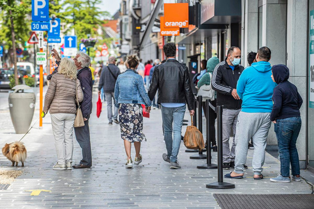 Parkeerplaatsen in Ooststraat in Roeselare worden vrijgegeven, mondmasker blijft