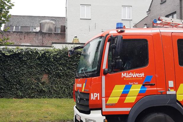 Brandweer verhindert dat dak van Kruidvat instort