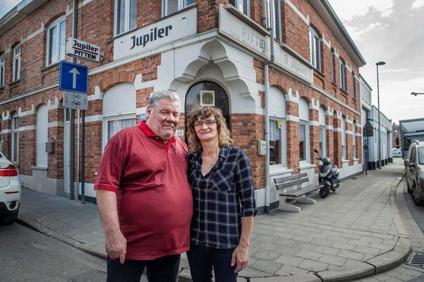 """Uitbaters Café Pittem in Roeselare houden er dit weekend mee op: """"Ziel café verdwenen"""""""