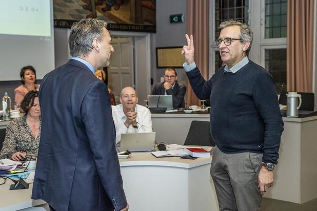 Eddy Demeersseman legt namens Groen Roeselare de eed af als opvolger van Deniza Miftari