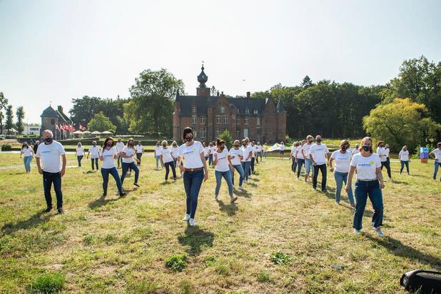 Wit-Gele Kruis danst samen de Jerusalema in het Sterrebos