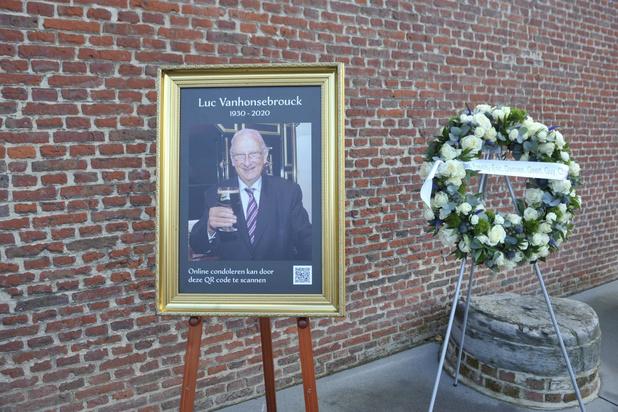 Honderden mensen nemen afscheid van brouwer Luc Vanhonsebrouck