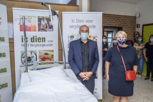 Minister Nathalie Muylle op bezoek bij Ic Dien in Roeselare