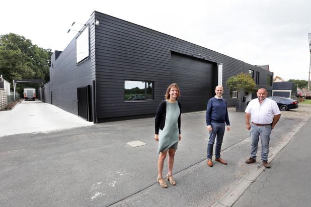 Stad Torhout koopt vestiging meubelfabrikant: veilige toegang voor speelplein De Warande