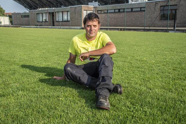 """Greenkeeper Brecht Descheemaker keert na jaar KVO terug op Schiervelde: """"Gras was er niet groener"""""""