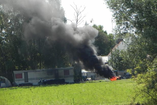 Brandweer rukt uit voor dikke, zwarte rookpluim