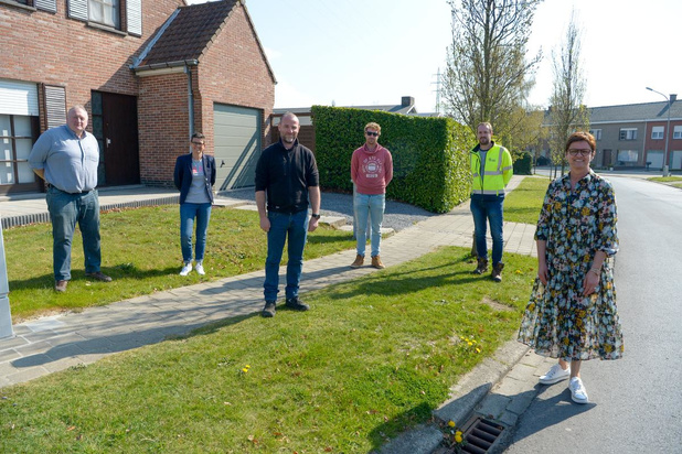 Aannemer neemt groenonderhoud in Izegemse wijken over