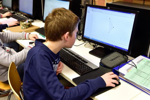Soroptimist schenkt 8.000 euro aan scholen voor aankoop laptops