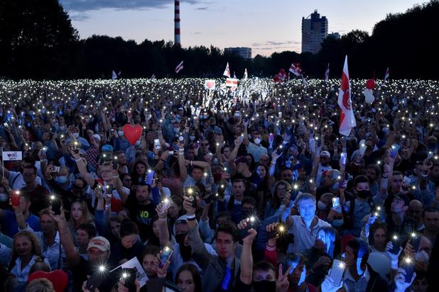 Tienduizenden aanhangers van oppositie betogen in Wit-Rusland voor democratie