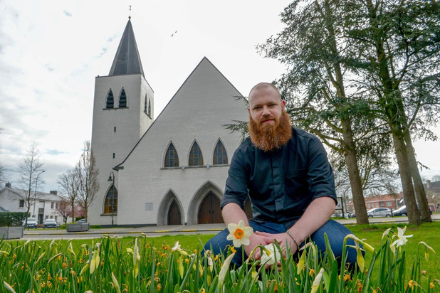 Izegemse priester streamt zondagsmis live via Facebook