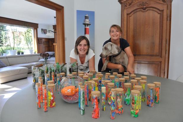 Christel uit Nieuwpoort verspreidt de 'Plastic boodschap' met Noordzee Trash Art