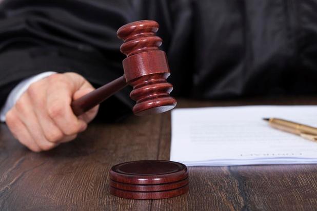 Vrouw valt jobstudent aan met schroevendraaier: Middelkerke eist vergoeding voor imagoschade