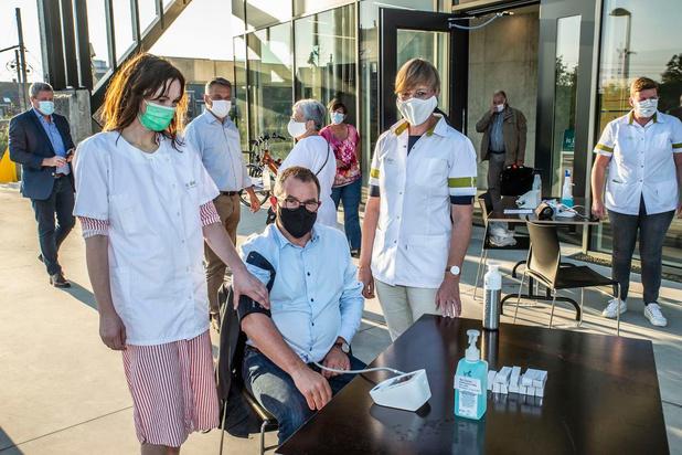 Week van het Hart: Ic Dien komt bloeddruk meten vlak voor de Roeselaarse gemeenteraad
