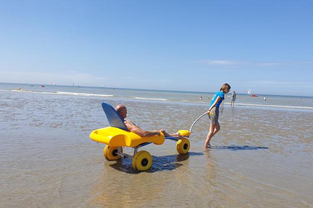 Met de nieuwste strandrolstoel van Koksijde kan je drijven in zee