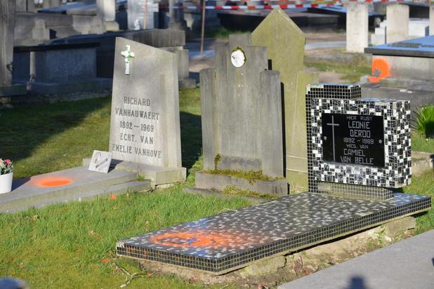 """Oranje verf op graven om verwijdering duidelijk te maken: """"Konden beter communiceren"""""""