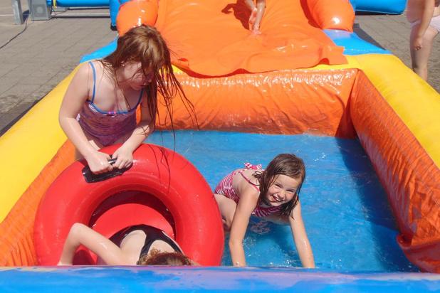 Internaat de Keiwijzer zoekt afkoeling bij springkastelen met zwembad