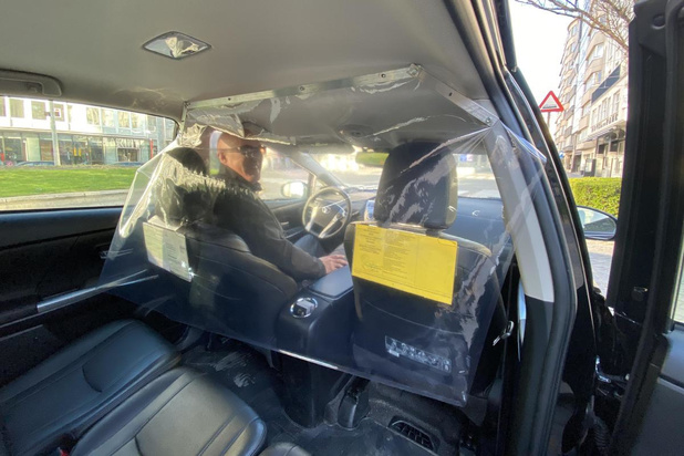 Scheidingswand in taxi's van taxibedrijf Moermans in Oostende