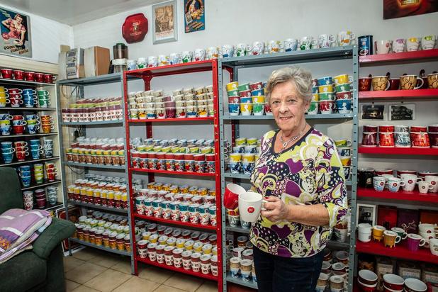 Marie-Paule uit Roeselare verzamelde 3.000 koffietassen op twintig jaar tijd