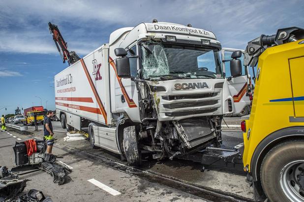 Ongeval aan op- en afrittencomplex E403 zorgt voor grote verkeershinder