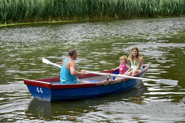 Deze zomer kan je voor 8 euro bootje varen in het Geitepark in Roeselare