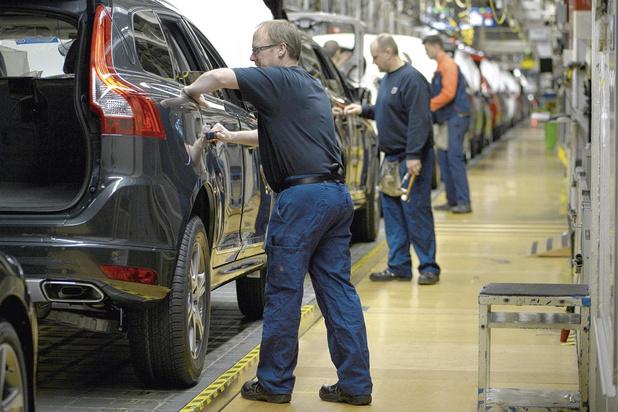 Redémarrer la voiture: les usines repartent, les concessions se préparent