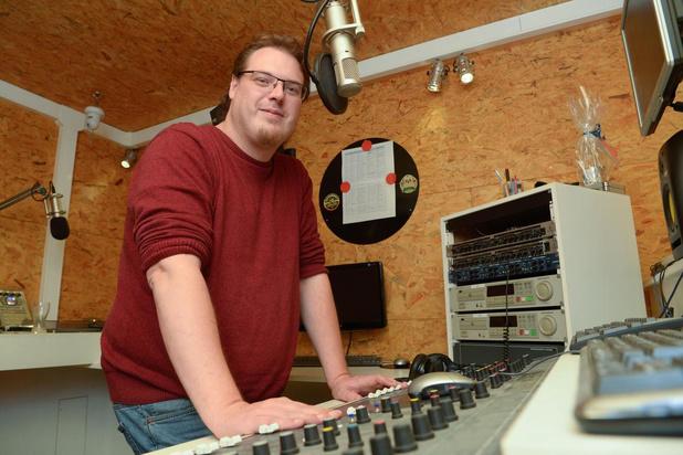 Radio IRO en Unizo steken zondag Izegemse handelaars hart onder de riem met Radio Corona