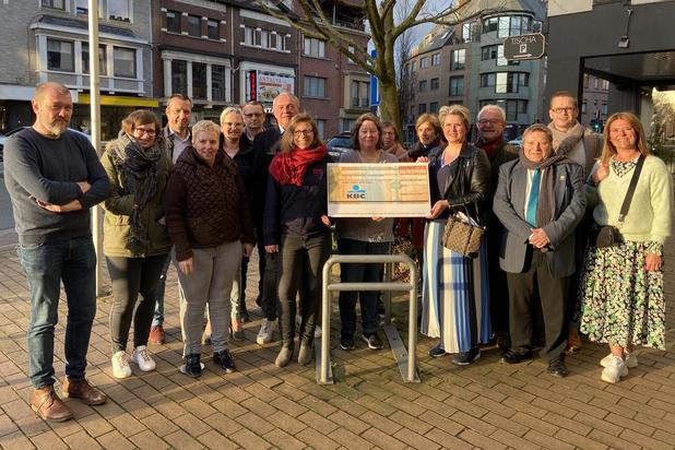 N-VA Wevelgem schenkt opbrengst kaarting aan dierenasiel De Knuffelpootjes