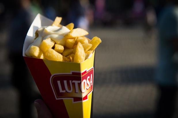 """Maggie De Block: """"Frietjes afhalen kan wél nog, in de frituur eten niet"""""""