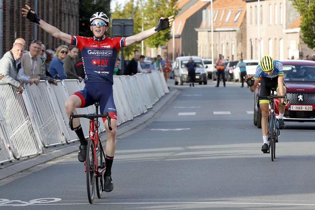 Jelle Declerck klopt Michiel Lambrecht in sprint met twee bij juniores in Dikkebus