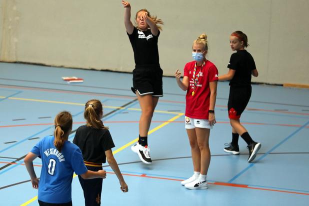 Belgian Cat Julie Vanloo organiseert basketkamp in Desselgem