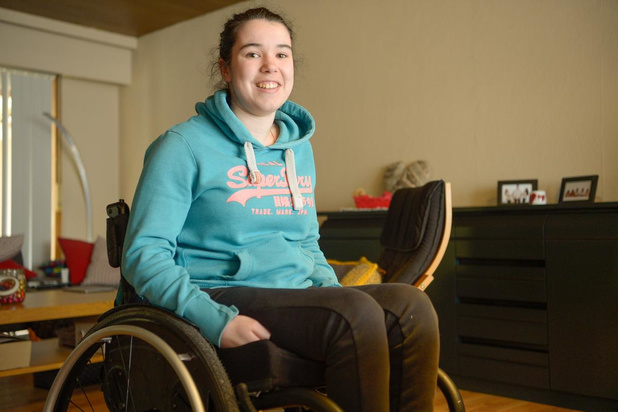 Larissa De Coene is operaties beu en probeert van leven in een rolstoel het beste te maken