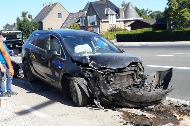 Chauffeur verliest controle over stuur