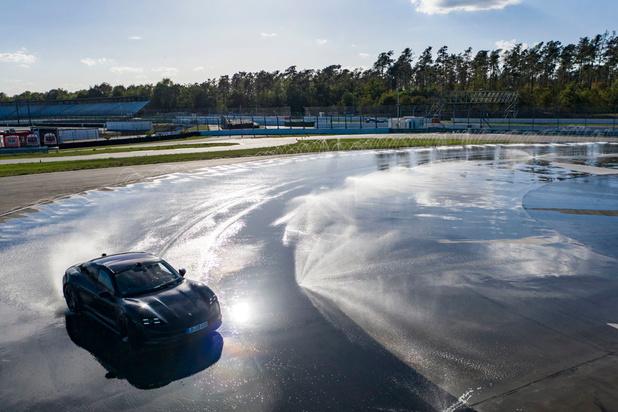 La Porsche Taycan, reine du drift
