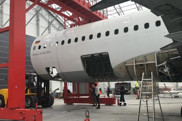 Oostendse vliegtuigontmantelaar Aerocircular neemt grootste portaalzaag ter wereld in gebruik