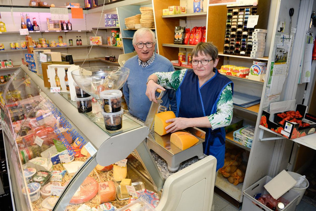 Bekende buurtwinkel De Blauwe Duiver in Izegem houdt er na zestig jaar mee op