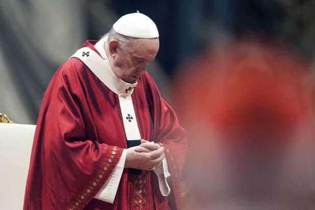 'Darmoperatie bij paus is goed verlopen'