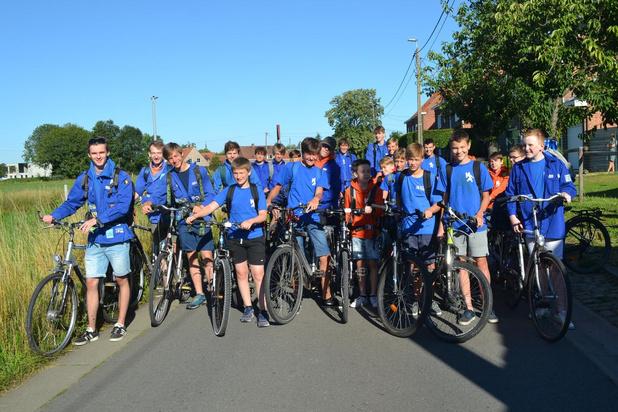 KSA'ers met de fiets naar hun kampplaats in Lichtervelde
