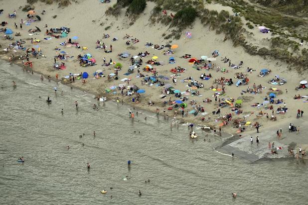 """Ook De Panne kreunt onder toestroom dagjesmensen: """"Het strand is vol"""""""