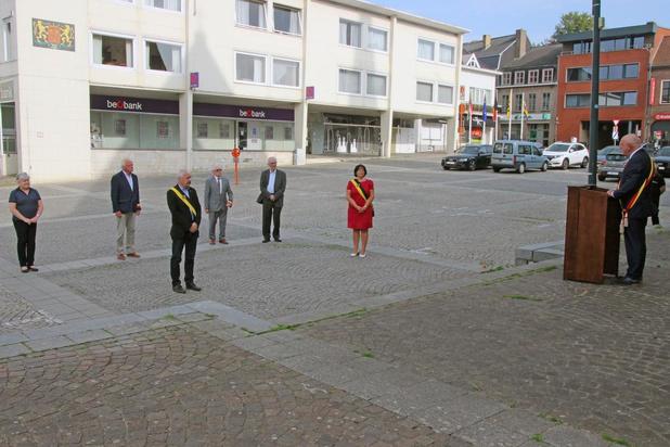 Zeven mensen herdenken de bevrijding in Zwevegem