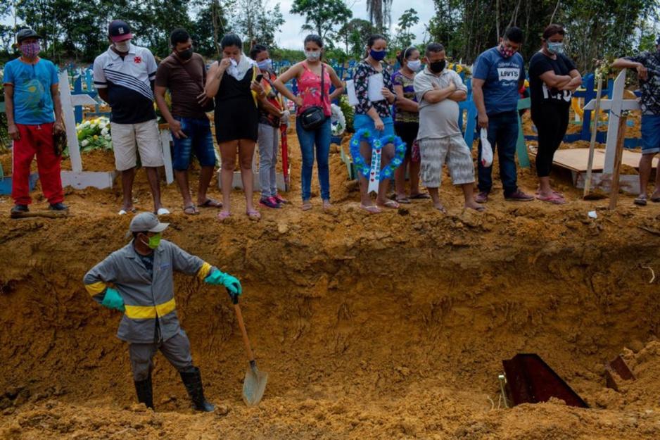 Brazilië in de greep van nieuwe coronavariant: 'Onze president helpt het hele land naar de knoppen'