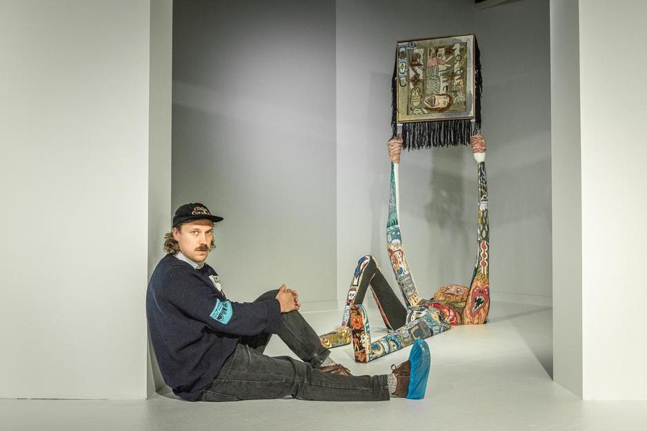 """Klaas Rommelaere maakt textielkunst als levensverhaal: """"Ik hou van de traagheid van handwerk"""""""