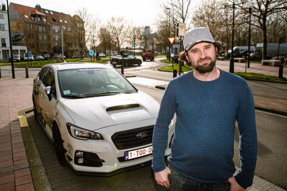 """Gaetan spot Knokkes vetste wagens: """"Alles wat hier binnenrijdt, zie ik als eerste"""""""