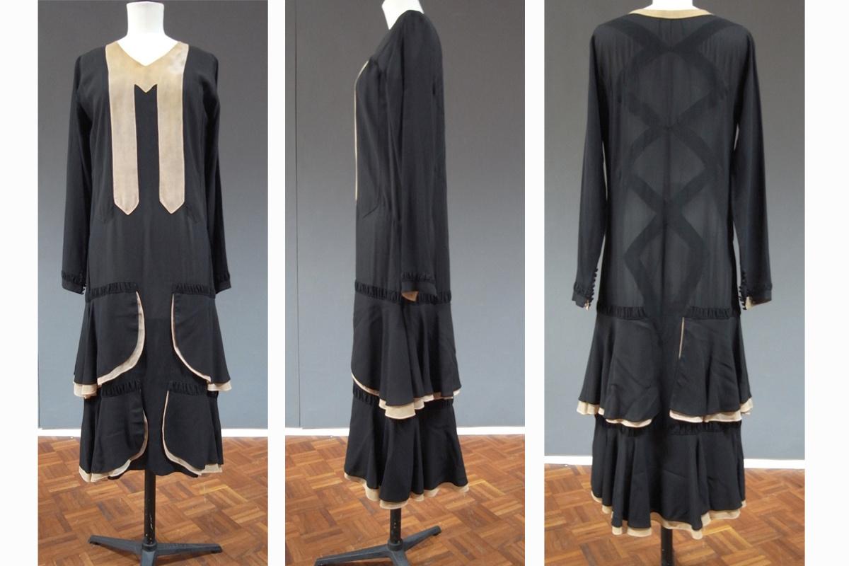 Onder meer deze zwarte zijden jurk uit ca. eind jaren '20 wordt bewaard in het MoMu. Het strakke ruitenmotief op de rug vormt een spies doorheen de fronsen en ruches., Nele Bernheim