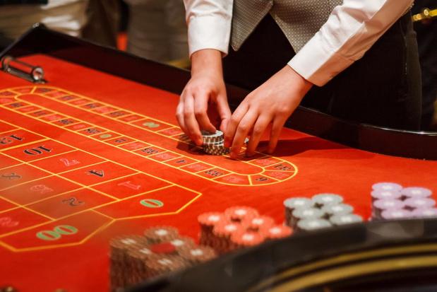 Croupiers en klanten casino verduisteren vier miljoen euro