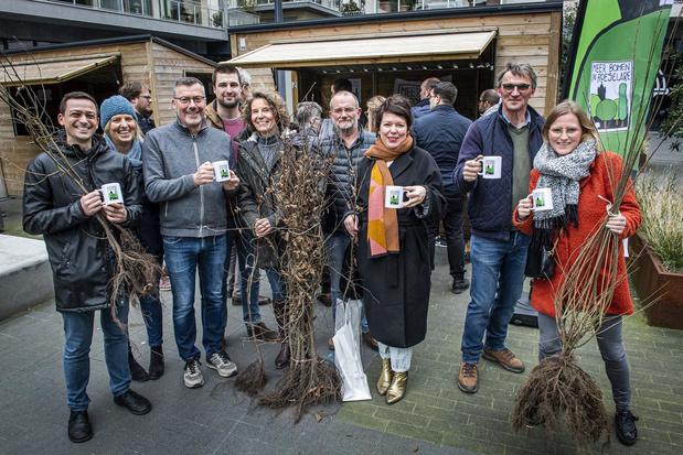 """Roeselare deelt gratis bomen in Roeselare: """"Bomen geven zuurstof en liefde aan de stad"""""""