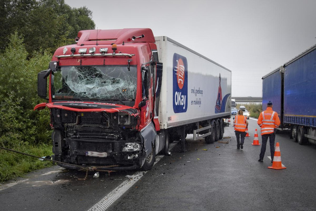 Monsterfile op E403 door ongeval met vrachtwagen en botsabsorbeerder