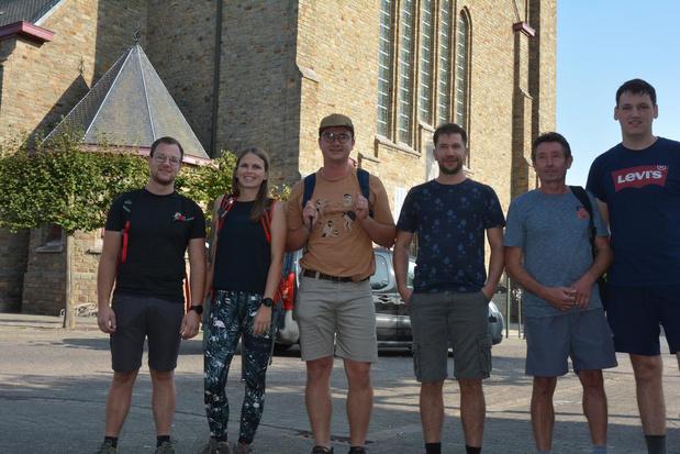 Coronacrisis krijgt bedevaarttraditie in Oostrozebeke niet klein, jongeren stappen naar Halle