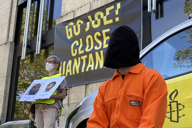Amnesty International betoogt aan Amerikaanse ambassade voor sluiting Guantánamo